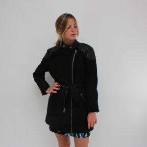 Cappotto GUESS di colore Nero abbigliamento firmato donna grossisti ingrosso stock stocchisti