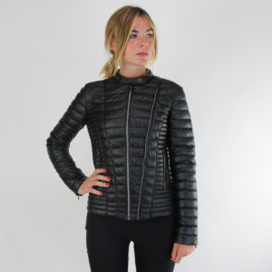Piumino corto colore Nero GUESS stagione autunno-inverno ingrosso grossisti stock stocchisti abbigliamento firmato donna
