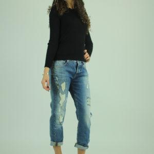 Jeans con strappi GUESS abbigliamento firmato donna accessori firmati emilia romagna ingrosso vendita abbigliamento stock grossisti stocchisti
